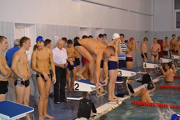 Фото студенты в бассейне, порно молодых раком юбках